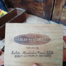 Cajas de Puros: ANTIGUA TAPA DE CAJA TABACO PUROS FUMAR SALON NOVEDADES LAS PALMAS DE GRAN CANARIA VEGUETA. Lote 177658454