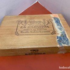 Cajas de Puros: CAJA DE PUROS HABANOS - VACIA - LA GARANTIA. MIDE APROX 21,5X14,5X3CMS. Lote 179023110