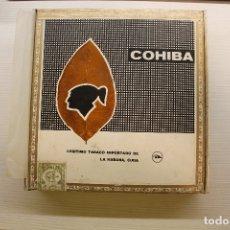 Cajas de Puros: CAJA DE PUROS COHIBA LANCEROS AÑOS 80, CONTIENE CINCO UNIDADES, UNA DE ELLAS ESTROPEADA. Lote 179111050