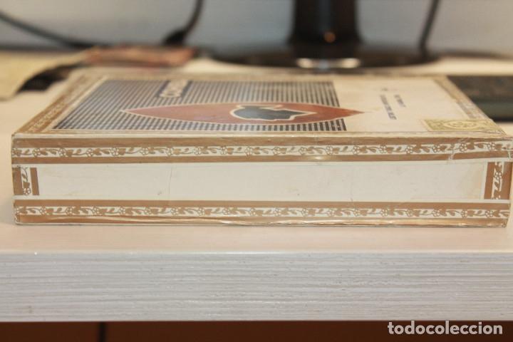 Cajas de Puros: CAJA DE PUROS COHIBA LANCEROS AÑOS 80, CONTIENE CINCO UNIDADES, UNA DE ELLAS ESTROPEADA - Foto 11 - 179111050