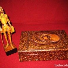 Cajas de Puros: LOTE CAJA MUSICAL DE TABACO EN MADERA FORRADA EN CUERO REPUJADO Y TALLA DE MADERA. ARTÍCULOS VINTAGE. Lote 183539800