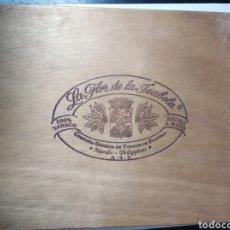 Cajas de Puros: CAJA PUROS LA FLOR DE LA ISABELLA TABACO VACÍA MADERA VINTAGE. Lote 184292010