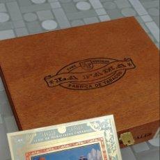 Cajas de Puros: CAJA DE PUROS VACÍA Y VITOLA CUBREPUROS LE LA FAMA. Lote 189546393