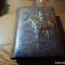 Cajas de Puros: IMPRESIONANTE CAJA DE PUROS Y CIGARRILLOS DE PIEL REPUJADA CON MOTIVOS DEL QUIJOTE . Lote 189909031