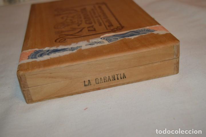 Cajas de Puros: ANTIGUA CAJA DE PUROS / La GARANTIA 25 Petit-Cetros 25 / - EN MADERA - PRECIOSA - ¡Mira! - Foto 6 - 191196766