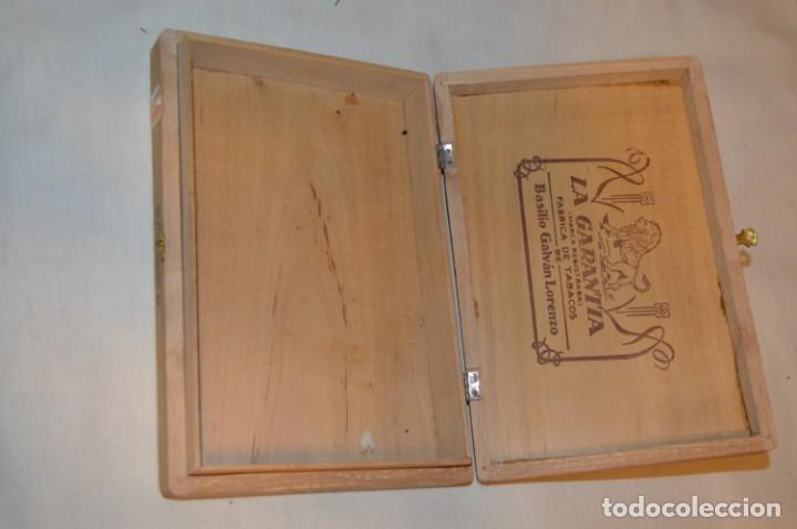 Cajas de Puros: ANTIGUA CAJA DE PUROS / La GARANTIA 25 Petit-Cetros 25 / - EN MADERA - PRECIOSA - ¡Mira! - Foto 2 - 191196766