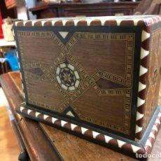 Cajas de Puros: PRECIOSA CAJA TABACALERA DE MADERA TARACEA - MEDIDA 16X8X12 CM - NECESITA ALGUNA RESTAURACION. Lote 191865672