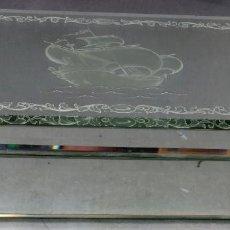 Cajas de Puros: CAJA PURERA EN MADERA CHAPADA CON VIDRIO DOBLADO Y GRABADO SIGLO XX. Lote 194602161