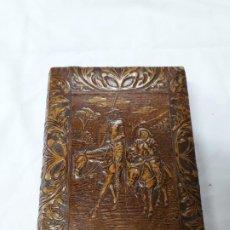 Cajas de Puros: ANTIGUA CAJA DE PUROS DE PIEL CON GRABADO DE DON QUIJOTE DE LA MANCHA Y SANCHO PANZA. Lote 195206018