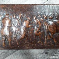 Cajas de Puros: ANTIGUA CAJA DE PUROS DE PIEL CON GRABADO DE DON QUIJOTE DE LA MANCHA. Lote 195208102
