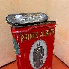Cajas de Puros: ANTIGUA CAJA METALICA LITOGRAFIADA DE TABACO PRINCE ALBERT. VER MEDIDAS Y FOTOS. Lote 195279318