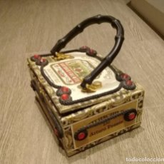 Cajas de Puros: ANTIGUA CAJA DE PUROS ANTONIO FUENTE TRANSFORMADA EN BOLSO. ANTIQUE CIGAR BOX TURNED INTO A HANDBAG. Lote 214712315
