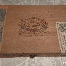 Cajas de Puros: ANTIGUA CAJA DE PUROS DE MADERA MARCATABACOS Y PUROS LA ESMERALDA AÑOS 50-60. Lote 222378122