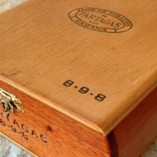 Cajas de Puros: PARTAGÁS - BONITA CAJA DE PUROS VACÍA - HABANA - MADERA NOBLE - FLOR DE TABACOS - 898 - CUBA. Lote 224226415