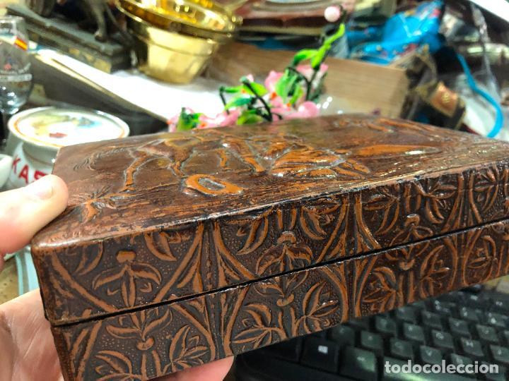 Cajas de Puros: CAJA PURERA EN CUERO LABRADO CON ESCENA DE DON QUIJOTE - MEDIDA 21X15X6 CM - Foto 2 - 227613325
