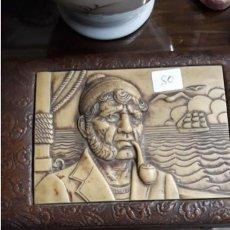 Cajas de Puros: CAJA PARA TABACO CON TALLA EN MARFILINA Y 2 PIPAS. Lote 236762975