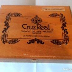 Cajas de Puros: CAJA DE MADERA DE 25 PUROS CRUZREAL TABACO DE SAN ANDRES , MEXICO. SE VENDE VACÍA. 27X21X5 CM. Lote 266567443