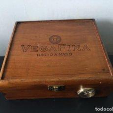Cajas de Puros: CAJA DE PUROS CON HUMIDIFICADOR VEGAFINA /VACÍA). Lote 268260774