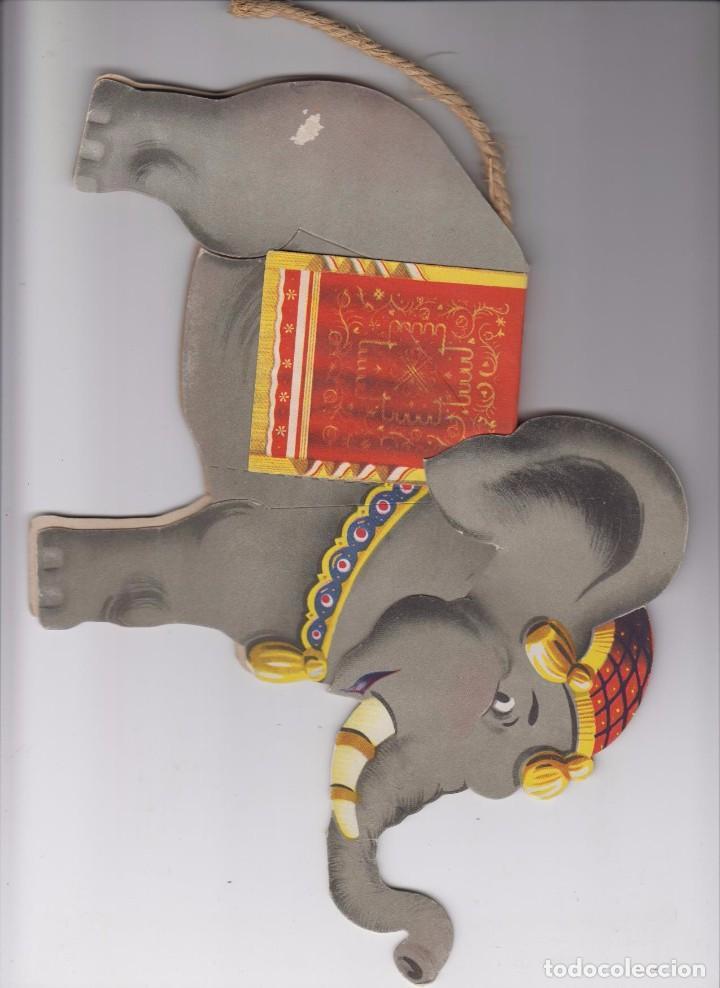 Coleccionismo Recortables: Elefante troquelado en cartón y la cola de cuerda. Años 40/50. MUY BONITO - Foto 2 - 91941440