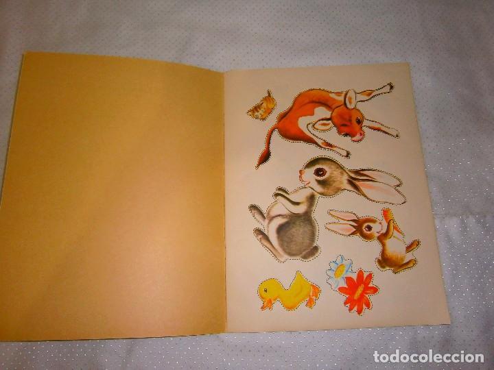 Coleccionismo Recortables: EN LA GRANJA CORTA, PEGA Y PINTA *IMPRESO EN ITALIA Y DISTRIBUIDO EN BARCELONA* *CASTELLANO AÑOS 50* - Foto 2 - 93138885