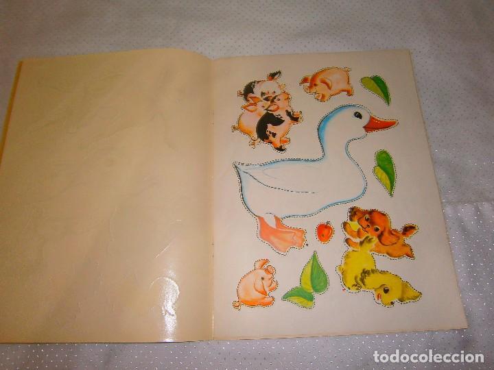 Coleccionismo Recortables: EN LA GRANJA CORTA, PEGA Y PINTA *IMPRESO EN ITALIA Y DISTRIBUIDO EN BARCELONA* *CASTELLANO AÑOS 50* - Foto 3 - 93138885