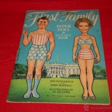 Coleccionismo Recortables: RECORTABLE DE RONALD REAGAN Y ESPOSA (FIRST FAMILY-1981). Lote 49664356