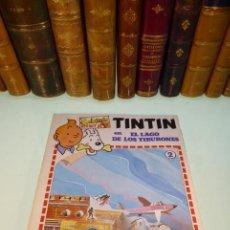 Coleccionismo Recortables: INTERESANTE KIT DE TINTIN CON TRANSFERIBLES Y ESCENARIO. TINTIN EN EL LAGO DE LOS TIBURONES. 1982.. Lote 218941953