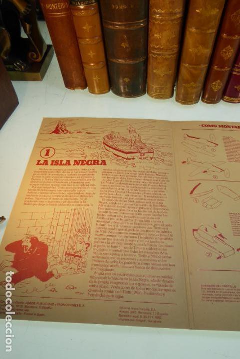 Coleccionismo Recortables: Interesante Kit de Tintin con transferibles y escenario. Tintin en la isla negra. 1982. - Foto 5 - 162632806