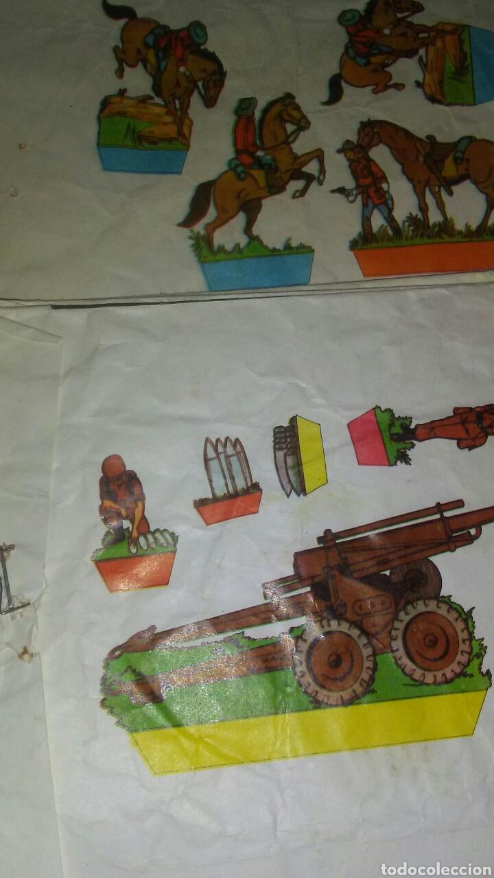 Coleccionismo Recortables: 10 sobres sorpresa vacios ,con recortable de soldados en la parte posterior. - Foto 2 - 201618480