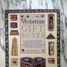 Coleccionismo Recortables: THE VICTORIAN GIFT BOXES - JANE THOMSON - MAQUETA RECORTABLE - 22 DISEÑOS - DORLING KINDERSLEY. Lote 262849135