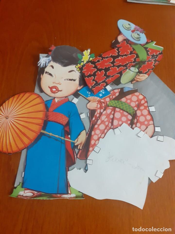 Coleccionismo Recortables: Lote de 4 muñecas recortables y recortadas de Paises del mundo con todas sus ropas - Foto 4 - 215009858