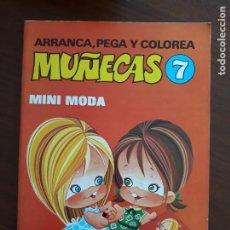 Coleccionismo Recortables: ARRANCA, PEGA Y COLOREA MUÑECAS BRUGUERA GRANDE 29X21 CM. Nº 7 MINI MODA AÑO 1976 SIN USO. Lote 215596437