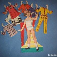 Coleccionismo Recortables: RECORTABLE MUÑECA CON VESTIDOS. Lote 238437380