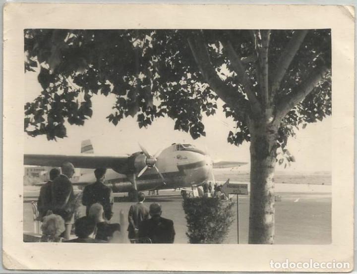 ANTIGUA FOTO FOTOGRAFIA LINEA AEREA IBERIA AVION BRISTOL 170 FREIGHTER MK 31 AEROPUERTO ANIMADA (Coleccionismo - Recortables - Transportes)