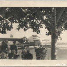 Coleccionismo Recortables: ANTIGUA FOTO FOTOGRAFIA LINEA AEREA IBERIA AVION BRISTOL 170 FREIGHTER MK 31 AEROPUERTO. Lote 116259695