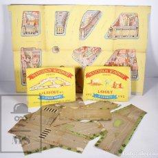 Coleccionismo Recortables: PAREJA DE SOBRES CON CARRETERAS MATCHBOX ROADWAY SERIES, LAYOUT Nº1 Y Nº R 2 - ENGLAND, LESNEY. Lote 173043555