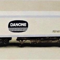 Coleccionismo Recortables: RECORTABLE CAMION TRACTOR VOLVO F-12 DANONE. Lote 200074330