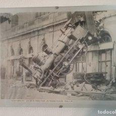 Coleccionismo Recortables: RECORTE DE PERIÓDICO CON IMAGEN DEL ACCIDENTE DE LA LOCOMOTORA PARIS-GRANVILLE DE 1895. Lote 211695914