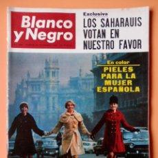 Coleccionismo de Revista Blanco y Negro: BLANCO Y NEGRO. 26 NOVIEMBRE 1966. LOS SAHARAUIS VOTAN EN NUESTRO FAVOR. Nº 2847 - DIVERSOS AUTORES. Lote 43525576