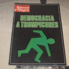Coleccionismo de Revista Blanco y Negro: REVISTA BLANCO Y NEGRO Nº 3372 DICIEMBRE 1976 DEMOCRACIA A TROMPICONES. Lote 53034846