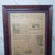 Coleccionismo de Revista Blanco y Negro: PORTADA DE DIARIO PRIMERA PÁGINA, FARO DE VIGO 1 DE MARZO 1955, ENMARCADO EN CUADRO DE MADERA.. Lote 115528767