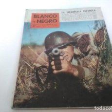 Coleccionismo de Revista Blanco y Negro: REVISTA BLANCO Y NEGRO 5 DE DICIEMBRE DE 1959, LA INFANTERÍA ESPAÑOLA. Lote 121384035