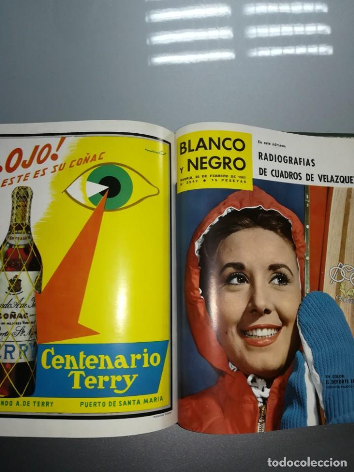 Coleccionismo de Revista Blanco y Negro: 8 revista blanco y negro encuadernadas año 1961 - Foto 5 - 139199494