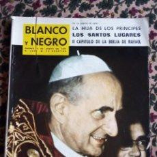 Coleccionismo de Revista Blanco y Negro: Nº 2696 4 ENERO 1.964 LA BIBLIA DE RAFAEL II CAPITULO Y OTROS TEMAS. Lote 140086726