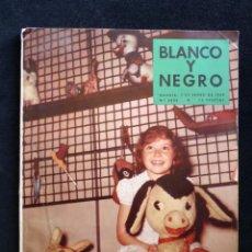 Colecionismo de Revistas Preto e Branco: REVISTA BLANCO Y NEGRO. Nº 2435, 1959. JUGUETES DE AYER Y DE HOY, HISTORIA DEL AUTOBUS, BARCO SALTIL. Lote 144125830