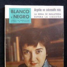 Coleccionismo de Revista Blanco y Negro: REVISTA BLANCO Y NEGRO. Nº 2492, 1960. EULALIA SOLDEVILA, LOLA FLORES ENEL OLYMPIA PARIS, BRASILIA. Lote 144128494