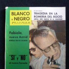 Coleccionismo de Revista Blanco y Negro: REVISTA BLANCO Y NEGRO. Nº 2560, 1961. TRAGEDIA EN LA ROMERÍA DEL ROCIO, SI O NO AL NUEVO HORARIO. Lote 144132058