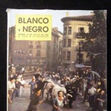Coleccionismo de Revista Blanco y Negro: REVISTA BLANCO Y NEGRO. Nº 2619, 1962. SANFERMINES, ARGELIA INDEPENDIENTE, MAUSOLEO DE FALLA. Lote 144134502