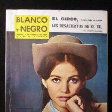 Coleccionismo de Revista Blanco y Negro: REVISTA BLANCO Y NEGRO. Nº 2700, 1964. CLAUDIA CARDINALE, LA CARRERA HACIA LA LUNA, ETAYO EL CAPITAN. Lote 144138982