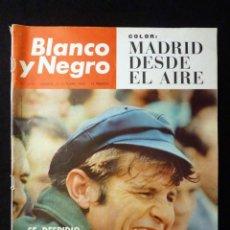 Coleccionismo de Revista Blanco y Negro: REVISTA BLANCO Y NEGRO. Nº 2791, 1965. MADRID DESDE EL AIRE, MANUEL BENITEZ SE DESPIDE, ALFONSO PASO. Lote 144140322